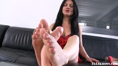Showing You My Footjob Skills!