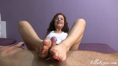 Jerk-Off to My Beautiful Feet!