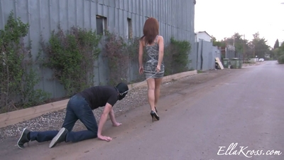 Humiliating a Slave out in the Open!
