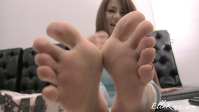 Jerk to My Sweaty, Smelly, Unwashed Bare Feet!