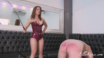 Severely Punishing a Slave's Ass with Whipping!