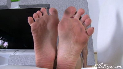 Worship my smelly feet