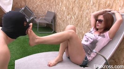 Slave Worships My Feet Outside!