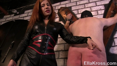 Testing New Slave's Pain Tolerance with Whipping!